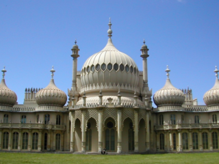 """Brighton Royal Pavilion"" by Xgkkp - Transferred from en.wikipedia.org [1]: 2004-06-24 13:37 . . Xgkkp . . 124676 bytes. Licensed under CC BY-SA 3.0 via Wikimedia Commons - https://commons.wikimedia.org/wiki/File:Brighton_Royal_Pavilion.jpg#/media/File:Brighton_Royal_Pavilion.jpg"